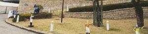 勝負服を着た騎手のお人形