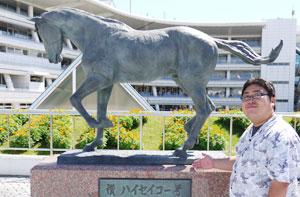 ハイセイコー号馬像
